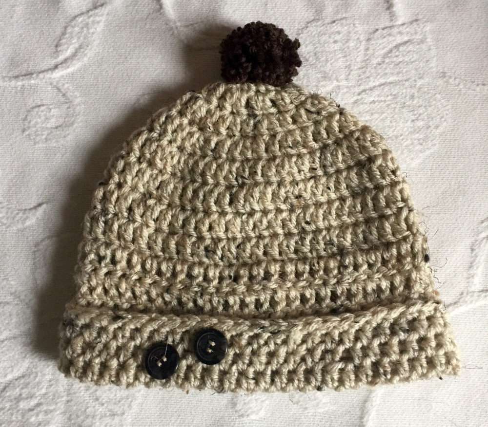 Girl's hat with two buttons (1/4)